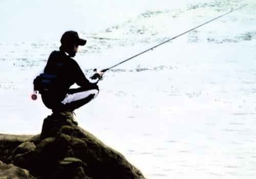 両親を養うために釣りをする浦島太郎