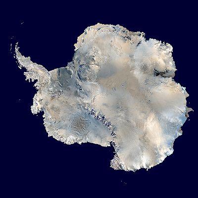 【南極大陸の衛星写真  出典 : Wikipedia】